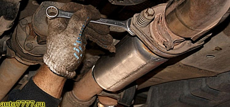 Ремонт глушителей Тойота - замена катализатора на пламегаситель